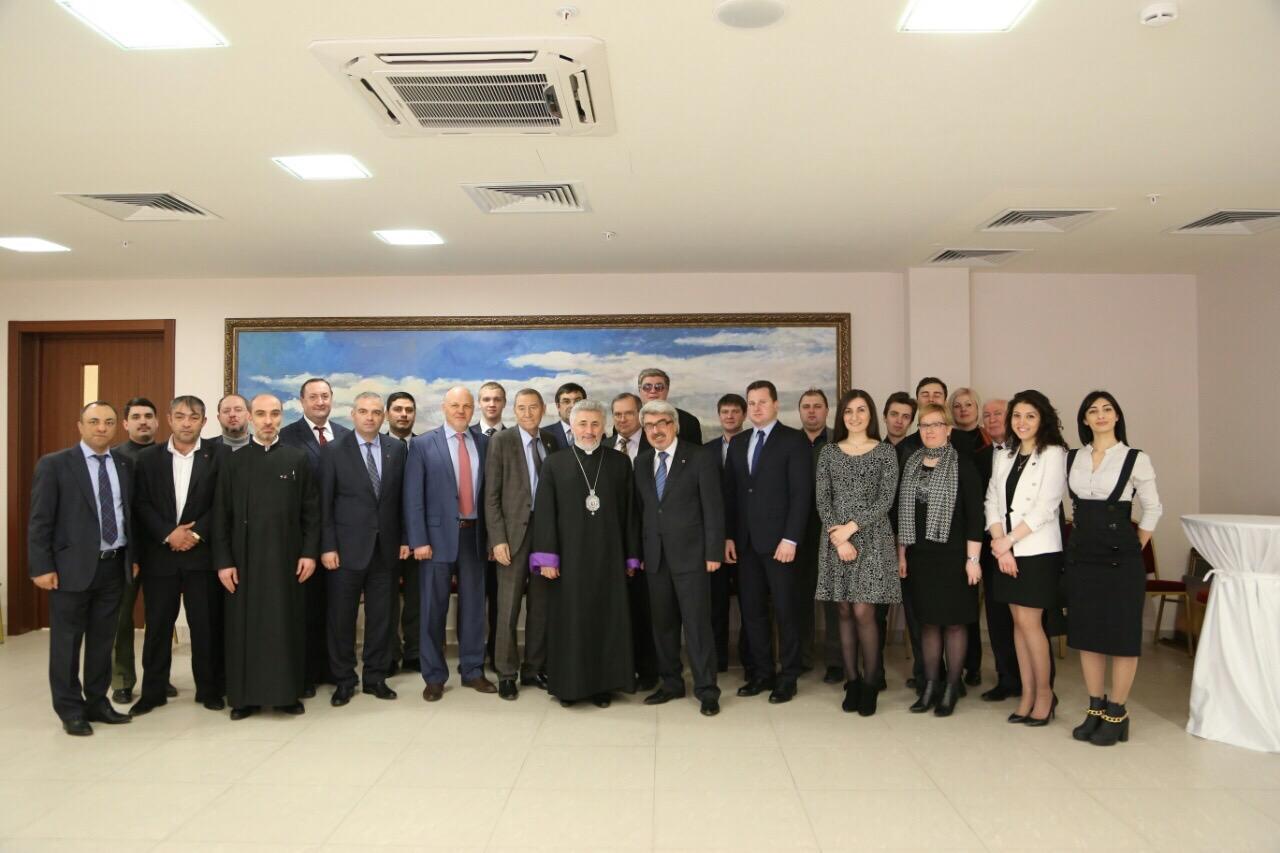 Члены Союза вместе с Архиепископом Езрас, главой Ново-Нахичеванской и Российской Епархии