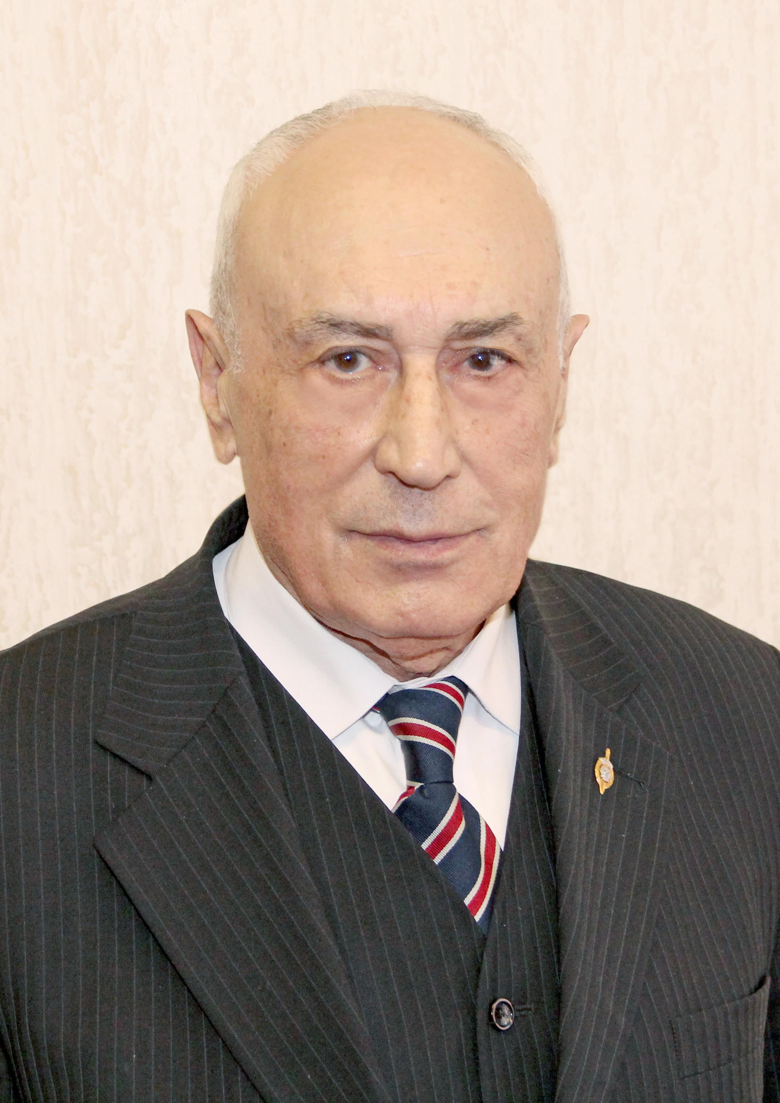 Владимир Евгеньевич Эминов (первый заведующий кафедрой, на пенсии)